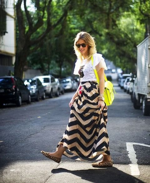 With printed t-shirt, yellow bag and leopard flats