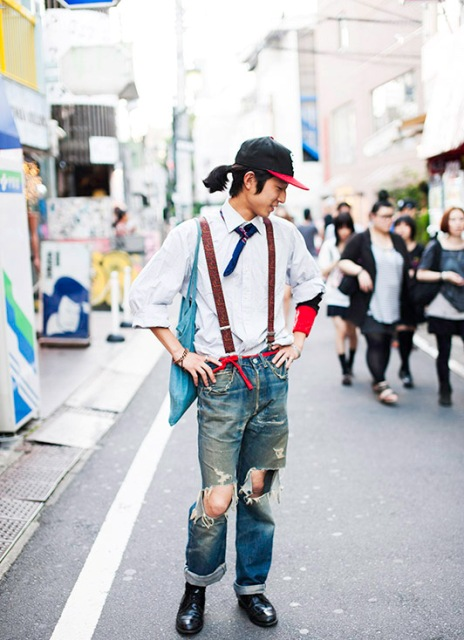 With white shirt, distressed jeans, cap and black boots