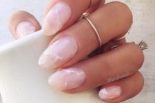 02 light pink marble nails are a trendy and chic idea for work