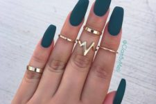 02 matte emerald nails are a chic idea for a hot and trendy look