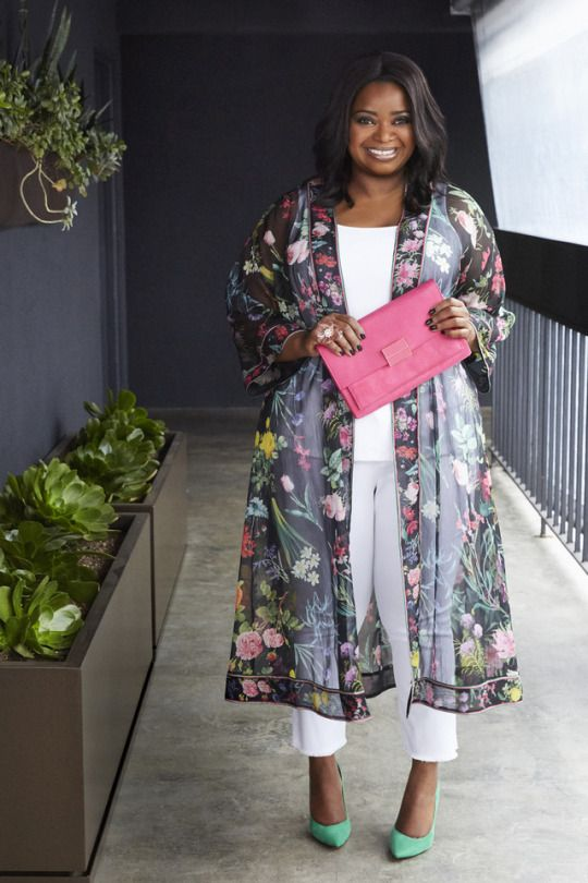 white pants and a top, bokd green shoes, a pink clutch and a sheer dark floral kimono