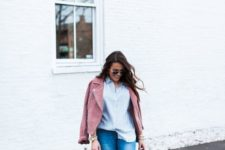 03 a striped shirt, blue skinnies, a pink suede jacket and pink sneakers plus a navy bag