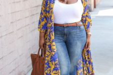 03 blue skinnies, a brown belt, a white top, a brown bag and shoes and a bold floral kimono