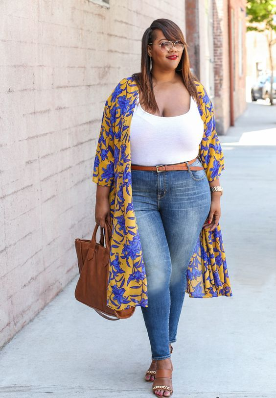 blue skinnies, a brown belt, a white top, a brown bag and shoes and a bold floral kimono