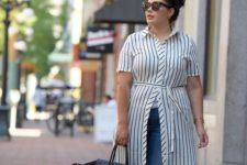 04 blue skinnies, a striped shirtdress, sandals and a large black tote for a casual look