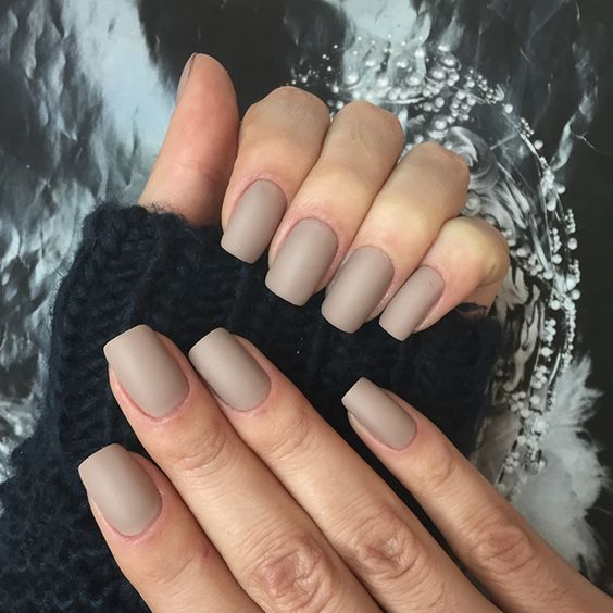 matte nude square nails are suitable for work and any casual situation