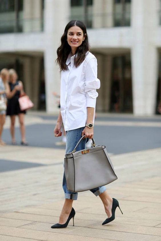 blue boyfriend jeans, a white shirt, black shoes and a large grey tote