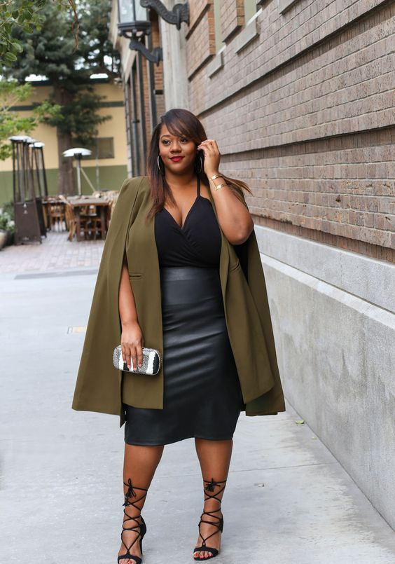 stylish look with a trench for a curvy girl