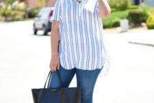 10 blue jeans, a striped oversized shirt, a statement pearl necklace and sandals for a seaside look