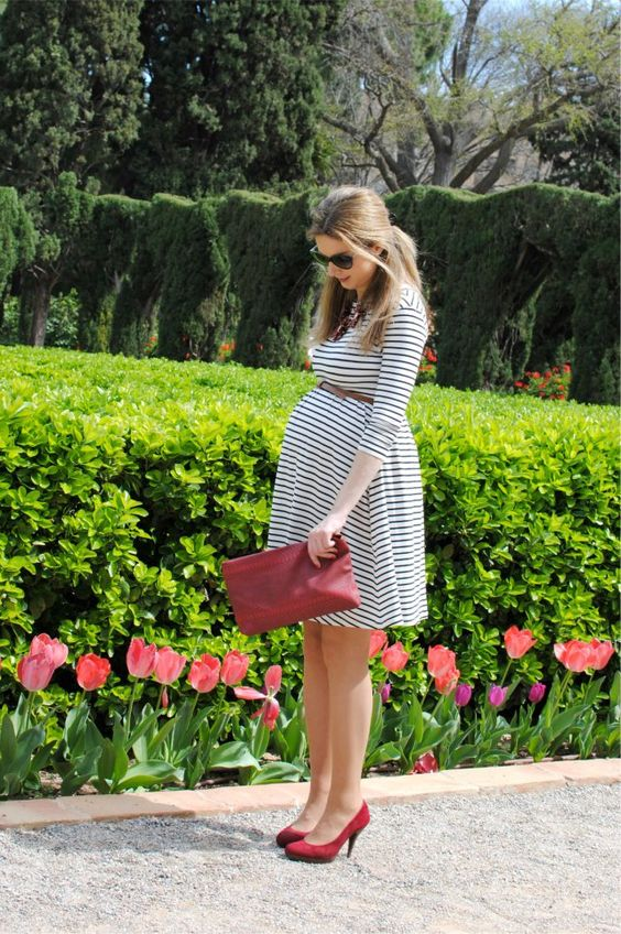 a simple striped dress, a brown belt, red suede heels and a red clutch