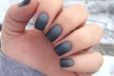 15 ombre grey to black matte nails look interestign and eye-catchy