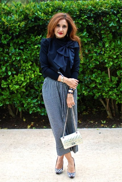 With navy blue blouse, printed pumps and chain strap bag
