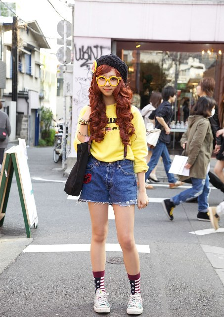 With yellow sweatshirt, black beret, socks, sneakers and tote