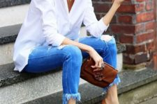 02 a white shirt, blue ripped and fringe skinnies, brown heels and a clutch for a casual look