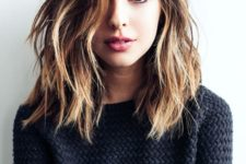 03 a chic long bob haircut with messy waves, a side parting and balayage