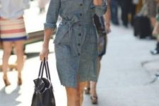 06 a grey shirtdress with a sash, black buttons and blakc heels and a bag