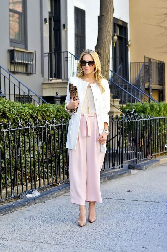 blush shoes, pink culottes, a neutral topa dn a long creamy blazer for a layered look