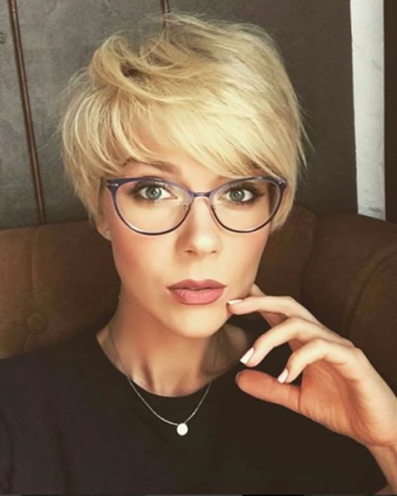 a stylish longer pixie haircut with a fringe in blonde looks very cute and dimensional
