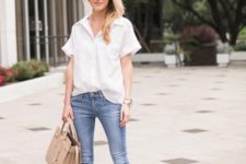 09 a white button down, blue skinnies, nude shoes and a neutral bag for a casual work look