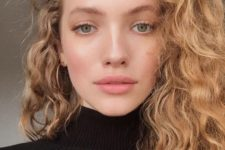 10 gorgeous naturally light colored hair with curls that bring much dimension