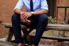 11 black pants, a black tie, a light blue shirt and cognac-colored shoes