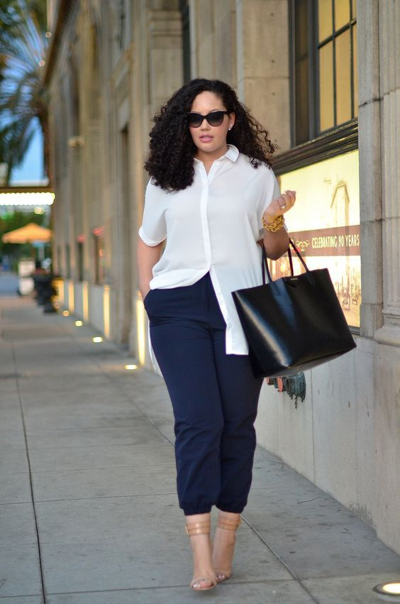 a very comfy and chic look with navy pants, a long white shirt, nude shoes and a black bag