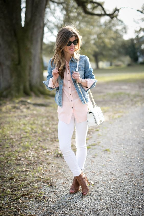 white jeans, a pink shirt, a cropped denim jacket, a white bag and brown mules
