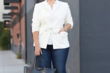 15 navy jeans, a white shirt, a creamy jacket, black sneakers and a black bag for a business casual look