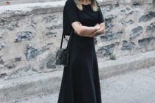all black spring outfit with a small bag