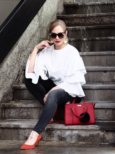 With black skinny jeans, red pumps and red leather bag