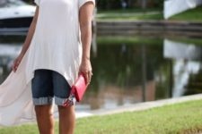 With denim bermuda shorts, blue and red shoes and red clutch