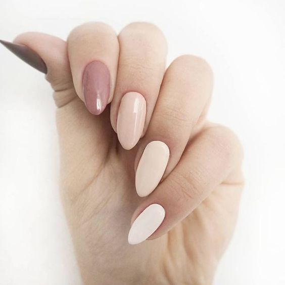 a gorgeous manicure in mauve, cream and nude for a chic look