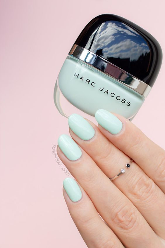 light mint manicure is ideal for spring or summer