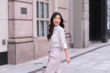06 a light-colored floral shirt, pink pants, nude shoes and a bag