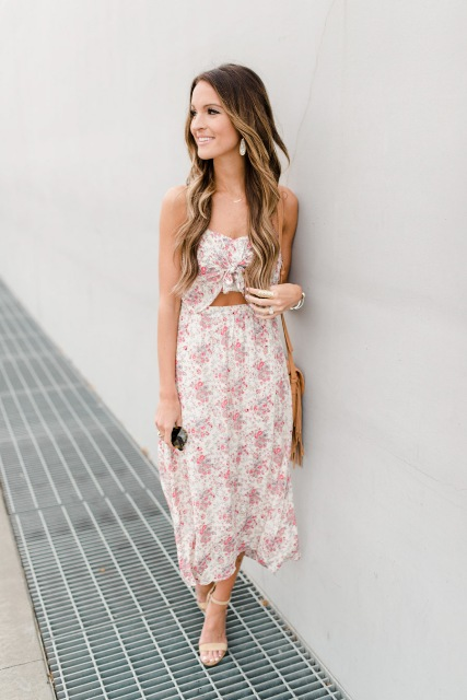 With brown bag and beige sandals