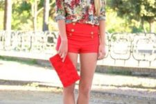 summer look with orange shorts