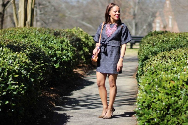 With necklace, brown bag and leopard printed pumps