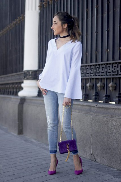 With skinny jeans, purple pumps and purple bag