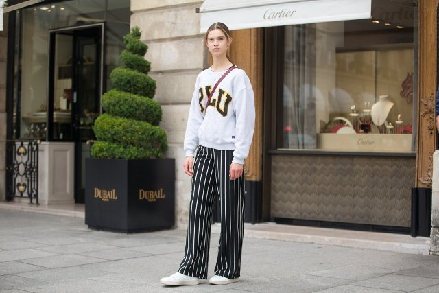 With sweatshirt, crossbody bag and white sneakers