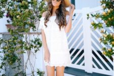 romantic summer look with a hat