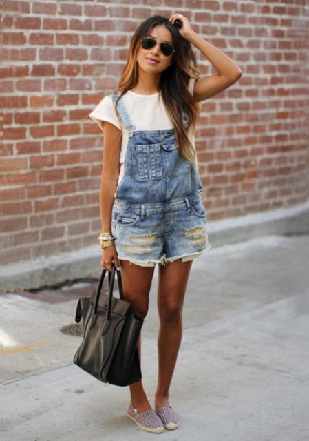With white t-shirt, printed shoes and black tote