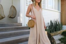 09 a neutral midi dress, tan wedges and a round wicker bag for maximal comfort