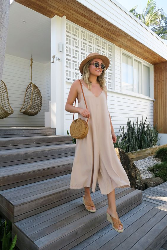 a neutral midi dress, tan wedges and a round wicker bag for maximal comfort