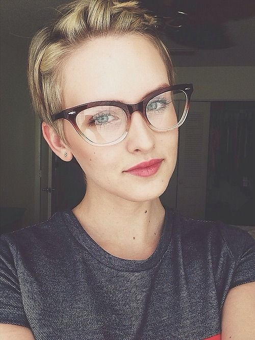add a modern feel to the traditional cat-eye frame with an ombre effect