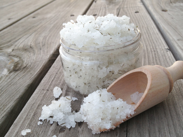DIY cooling peppermint and thyme foot scrub (via crafts.tutsplus.com)