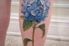 Big realistic tattoo on the leg