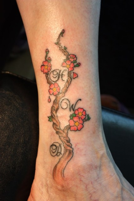 Floral tattoo on the leg
