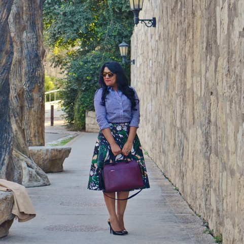With printed shirt, purple bag and pumps