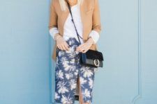 With white shirt, beige blazer, crossbody bag and white sneakers