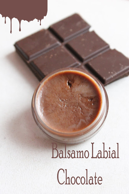 DIY all-natural dark chocolate lip balm (via www.boulevardpinki.com)